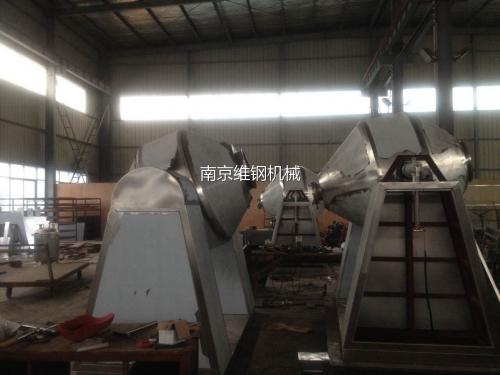 四川某藥業集團定制的3臺SZG-1000型雙錐回轉真空干燥機制造并出廠調試完成